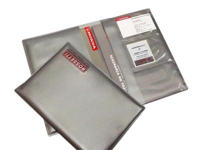 Porta Manual de carros, confeccionado em PVC e medindo 165 x 230 mm.