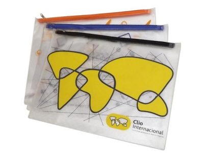 Pasta tipo envelope, confeccionada em PVC cristal ou sarja 0,30 mm