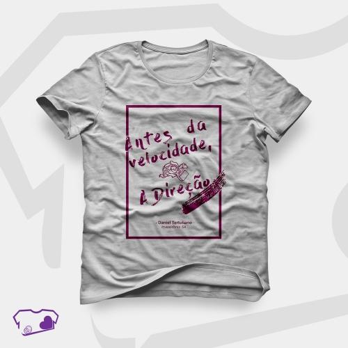Camiseta Cinza em Silkscreen