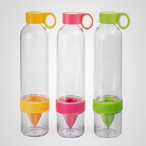 Squeeze Plástico com Espremedor de Frutas