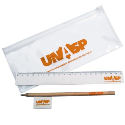 Kit escolar com lápis, borracha, régua e estojo personalizado